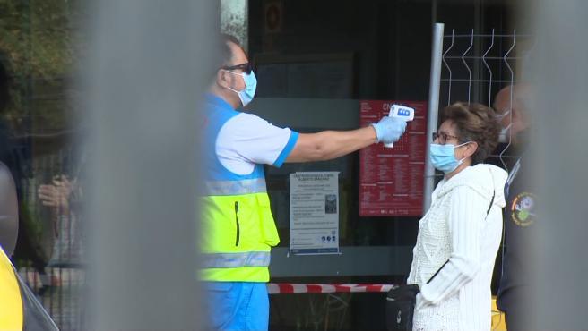 Comienza la realización de test de antígenos en Puente de Vallecas