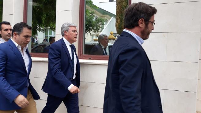 El exalcalde de Jaén y secretario de Estado de Hacienda, José Enrique Fernández de Moya, a su llegada al juzgado en junio de 2018 para declarar en la causa de Matinsreg