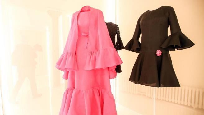 Varias creaciones del diseñador español Cristóbal Balenciaga.