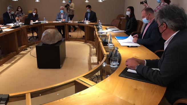 Reunión de la junta de portavoces del Parlamento de Galicia. Pedro Puy, Miguel Tellado, Olalla Rodil y Pablo Arangüena desde el primer plano hacia el final.