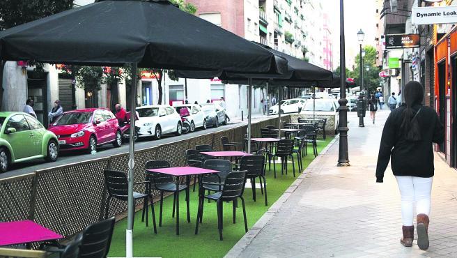 Una terraza de Gaztambide, Moncloa, ocupa hasta seis plazas.