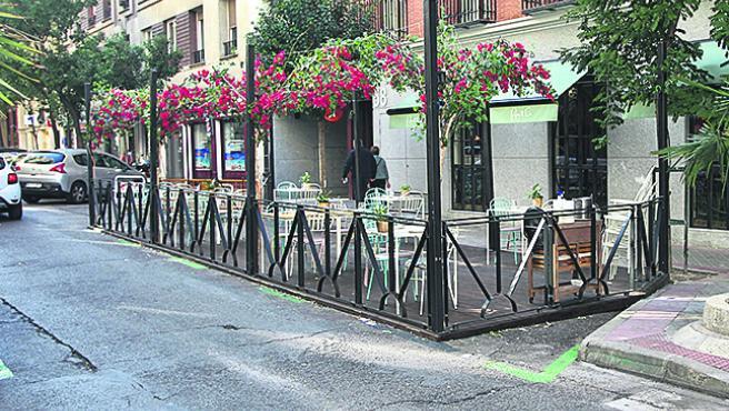 El PSOE exige que la ampliación de terrazas en Madrid no quite plazas  verdes de aparcamiento COVID