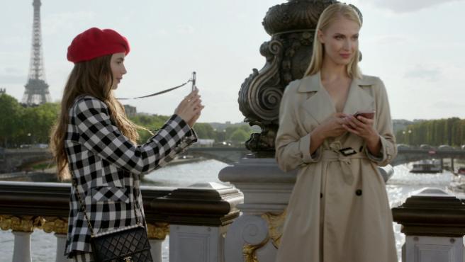 'Emily en París' no es la 'Sexo en Nueva York' de Netflix