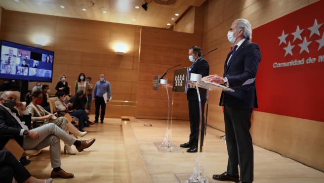 El consejero de Justicia, Interior y Víctimas, Enrique López, y el consejero de Sanidad, Enrique Ruiz Escudero