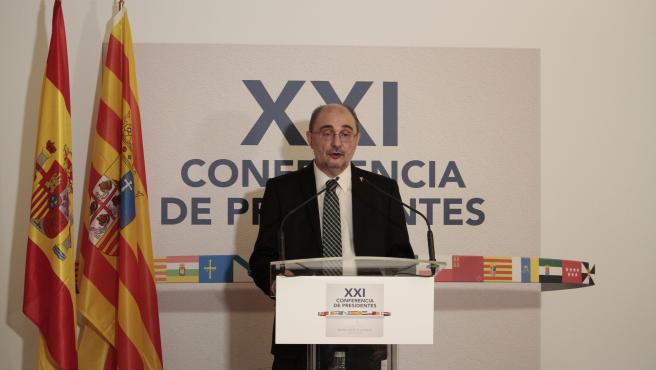Foto de archivo del presidente de Aragón, Javier Lambán, en una comparecencia ante los medios de comunicación tras la XXI Conferencia de Presidentes en San Millán de la Cogolla (La Rioja).