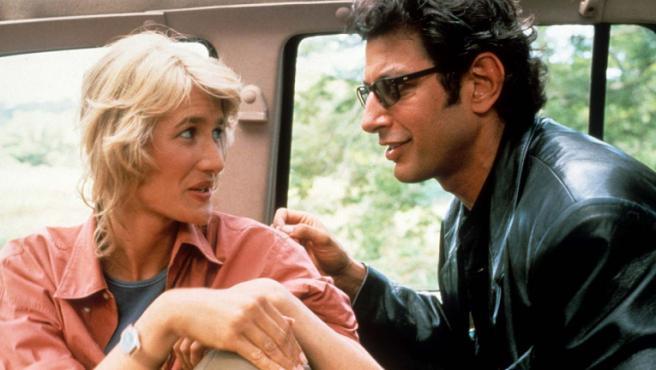 Jeff Goldblum, Laura Dern y Sam Neill recrean una famosa escena de 'Parque Jurásico'