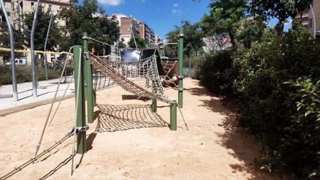 Nueva zona de juegos infantiles en la avenida Meridiana de Barcelona.