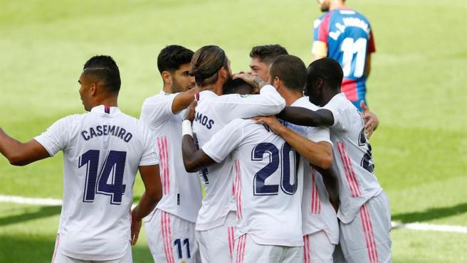 Vinícius y Benzema hacen líder al Real Madrid