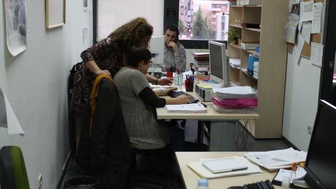 Funcionarios trabajando