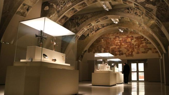 La sala del MNAC en la que se exhiben las pinturas murales del Monasterio de Sijena.