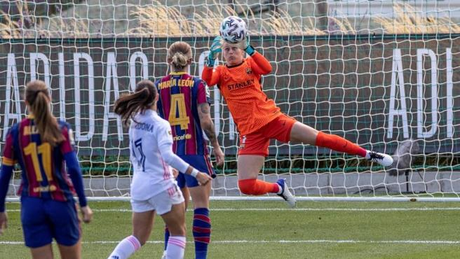 A moment of Real Madrid vs Barça women.