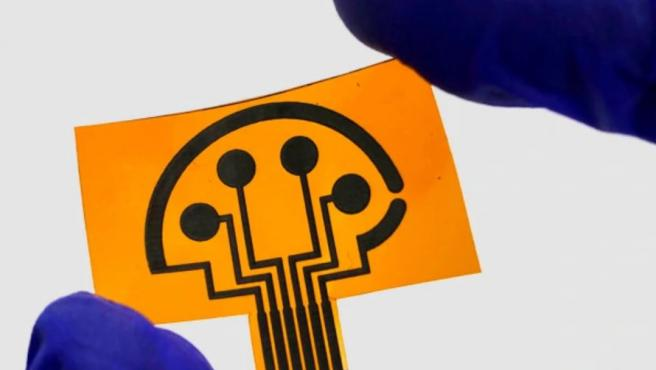 El sensor lleva grafeno grabado con láser para una evaluación rápida y remota de biomarcadores COVID-19.