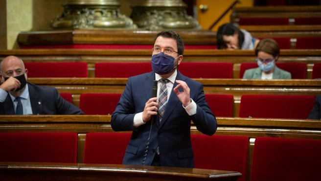El vicepresidente en funciones de presidente, Pere Aragonès, en el pleno del Parlament