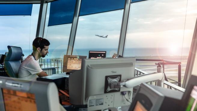 Enaire gestionó 21.370 vuelos desde Palma en julio, un 54,3% menos respecto a 2019