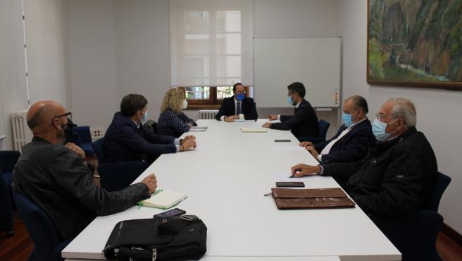 Reunión entre Ayuntamiento de Oviedo y vecinos