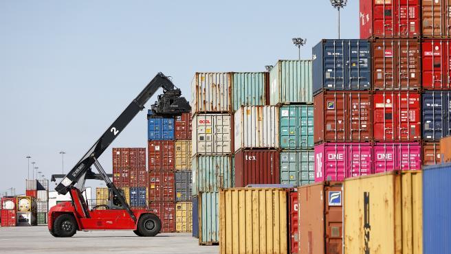 VÍDEO: Economía/Macro.- El déficit comercial se redujo un 54,2% hasta julio tras reducirse las exportaciones un 14,6%
