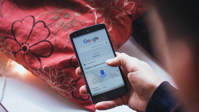 Cuando ingresas en tu móvil Android con tus datos de Google, tu teléfono los vinculará a las demás cuentas y conocerá la duración de tus llamadas, tus gustos personales.