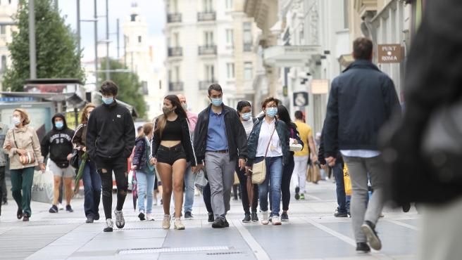 Transeúntes por la Gran Vía de Madrid en una imagen tomada a finales de septiembre.