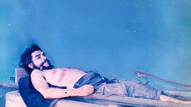 Imagen del cadáver de Ernesto Che Guevara.
