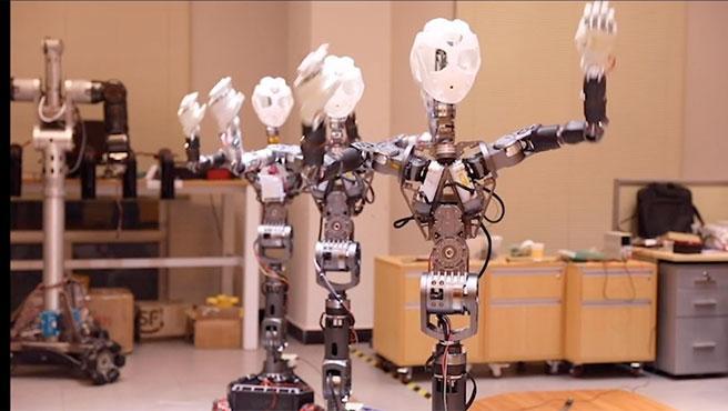 Cloud Ginger es un robot médico humanoide que informa a los pacientes y los entretiene bailando