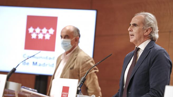 El viceconsejero de Salud Pública y Plan Covid-19 de la Comunidad de Madrid, Antonio Zapatero; y el consejero de Sanidad de la Comunidad de Madrid, Enrique Ruiz Escudero