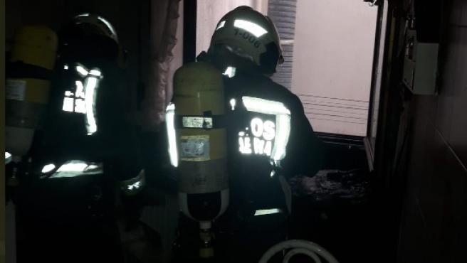 Bomberos sofocan un incendio en una vivienda de Santoña