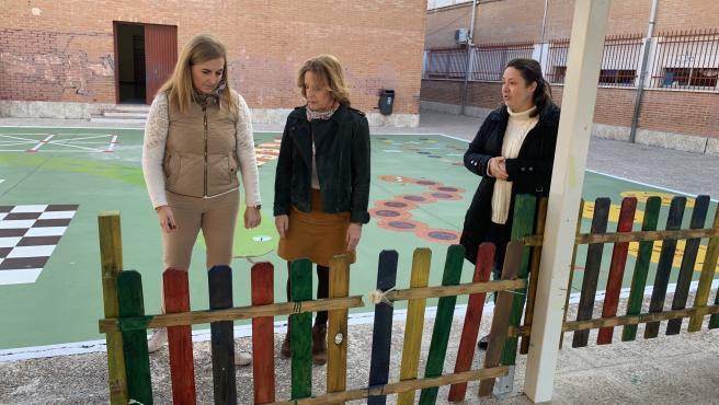 La edil socialista Begoña Medina visita el CEIP El Torcal, en una imagen de archivo