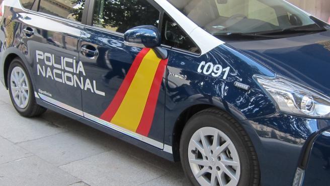 La Policía Nacional detiene a tres personas de una red de regularización fraudulenta de inmigrantes.