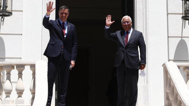 El presidente del Gobierno, Pedro Sánchez, junto al primer ministro de Portugal, António Costa, en una imagen de archivo.
