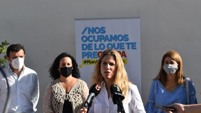 PP recoge firmas de apoyo a la Proposición de Ley registrada 'en contra de la ocupación de viviendas'.