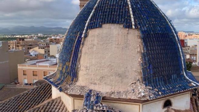 Se desprende parte de la cúpula de la Iglesia de San Juan Apóstol y Evangelista de Massamagrell