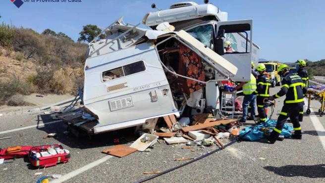 Autocaravana siniestrada en el accidente de la autovía de Los Barrios tras circular en sentido contrario
