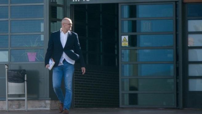 El exconseller Raül Romeva sale de prisión en aplicación del artículo 100.2 para ir a trabajar.