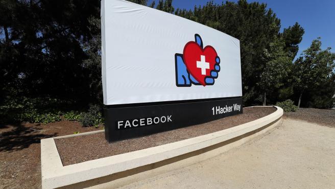 Entrada de la sede de Facebook en Menlo Park, California (EE UU).