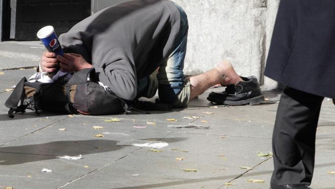 Persona sin techo en la calle. Archivo