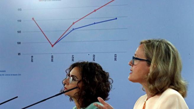 La ministra de Hacienda y portavoz del Gobierno, María Jesús Montero, y la vicepresidenta tercera y ministra de Asuntos Económicos y Transformación Digital, Nadia Calviño.