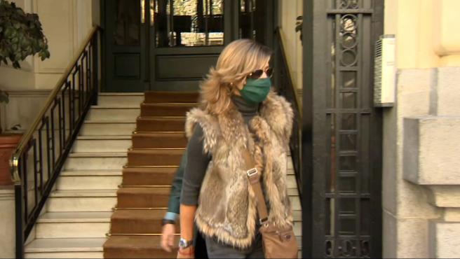 Rosalía Iglesias sale de su casa