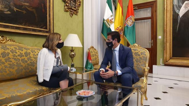 Encuentro entre el alcalde de Granada, Luis Salvador, y la consejera de Empleo, Rocío Blanco.