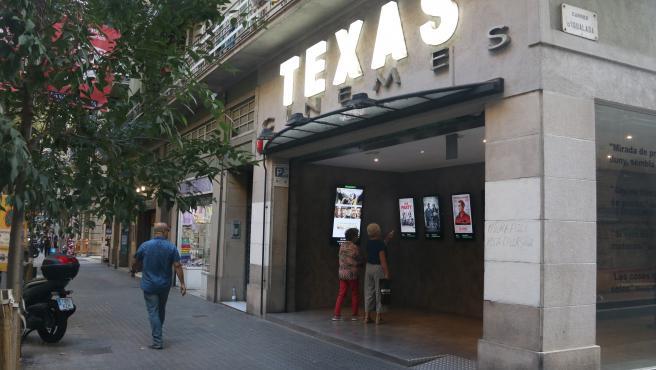 Exterior de los Cinemes Texas de Barcelona.