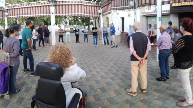 Reunión de la Asociación Vecinal Guadalquivir del Campo de la Verdad para abordar la problemática de los aparcamientos en la zona