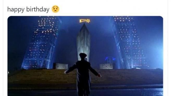 Tuit de Pablo Iglesias en el que felicita el cumpleaños a Ayuso con una imagen de la película 'El día de la bestia'.