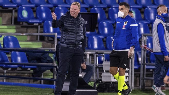 El entrenador del Barcelona, durante el partido ante el Getafe.