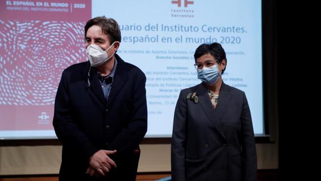 Luis García Montero y Arancha González Laya durante la presentación del Anuario 2020.