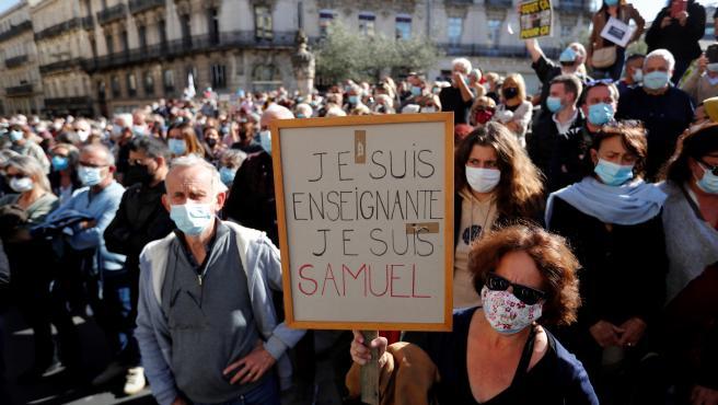 Manifestación en Francia por la memoria del profesor asesinado Samuel Paty.