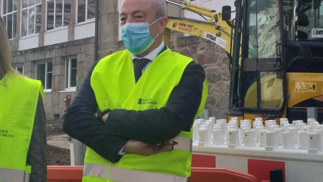 El gerente del área sanitaria de Vigo, Javier Puente Prieto, durante una visita a unas obras en el Hospital Nicolás Peña de la ciudad olívica.