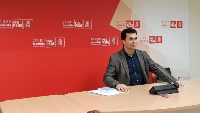 El secretario xeral del PSdeG, Gonzalo Caballero, en una rueda de prensa en el Parlamento