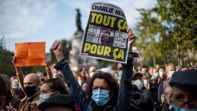 Francia lanza operaciones policiales contra extremistas islamistas tras el asesinato del profesor Samuel Paty