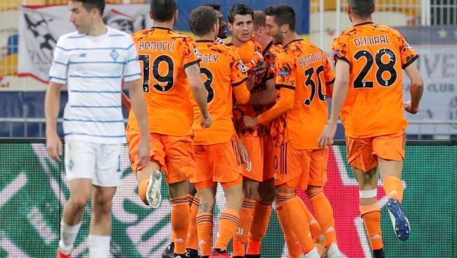 Los jugadores de la Juventus celebran uno de los goles de Morata ante el Dinamo de Kiev