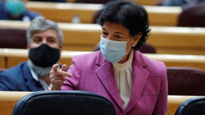 La ministra de Educación, Isabel Celaá, en el Pleno del Senado.