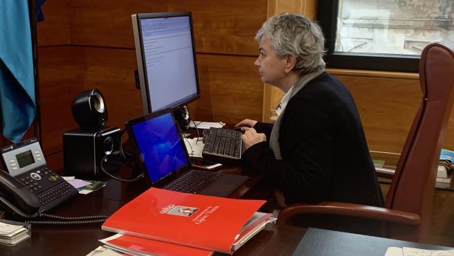 La alcaldesa de Gijón, Ana González, participa en una Junta de Gobierno telemáticamente para evitar contagios por Covid-19
